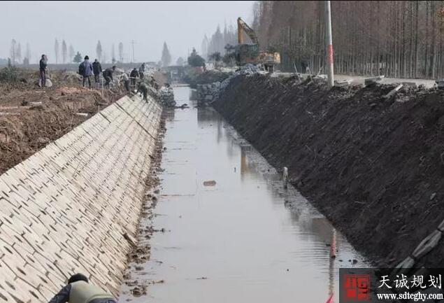 君山区大兴水利秋冬修促进水域生态环境良性发展