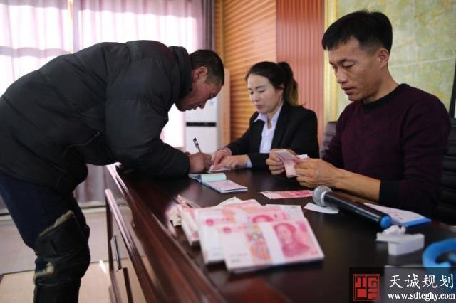 突泉县家庭农场分红让贫困户得到实实在在好处