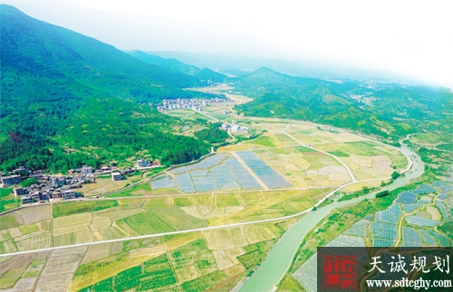 新田县农土地流转实现贫困户家门口打工稳定脱贫致富